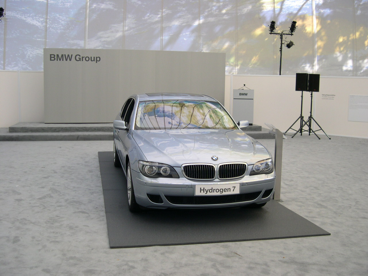 BMW_CleanEnergy_GrayPanels